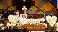 160111193431-07-natalie-cole-funeral-exlarge-169