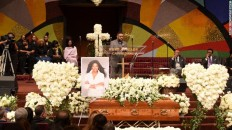 160111193431-07-natalie-cole-funeral-exlarge-169