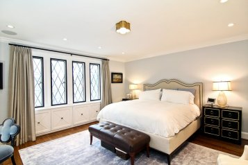 upstairs-the-master-suite-has-an-attached-sitting-area