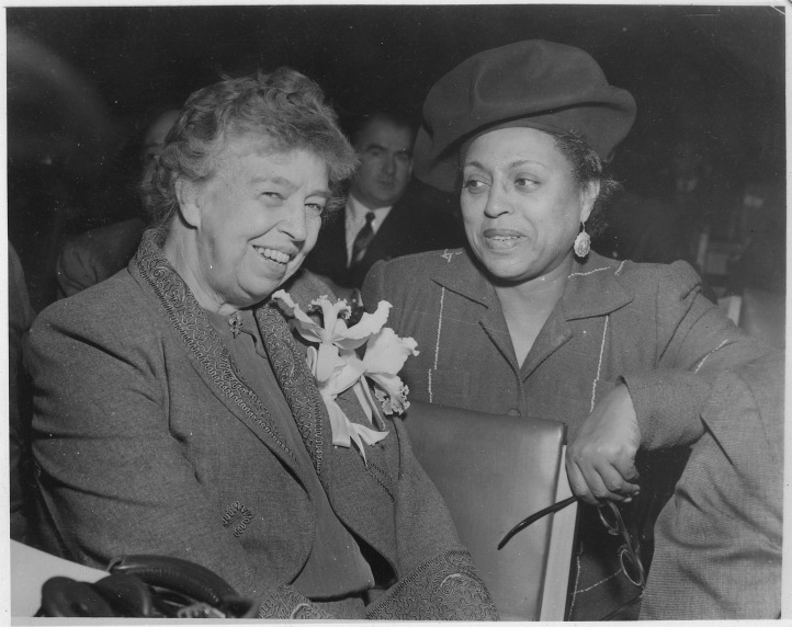 Eleanor_Roosevelt_and_Edith_Sampson_at_United_Nations_in_New_York_-_NARA_-_196115